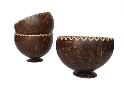 Kommetje van kokos met voet
