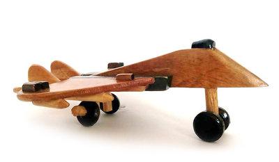 Miniatuur vliegtuig van hout