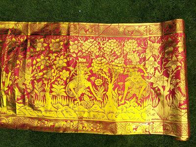 Balinese stof per meter ~ rood (kain prada)