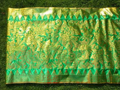 Balinese stof per meter ~ groen (kain prada)