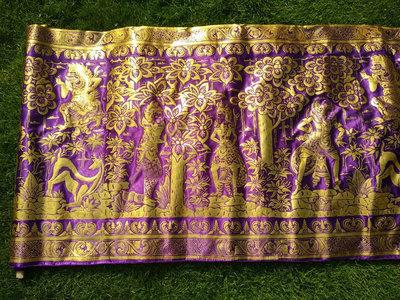 Balinese stof per meter ~ paars (kain prada)